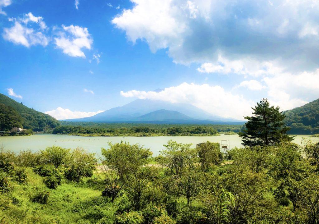 富士五湖・精進湖と富士山の絶景