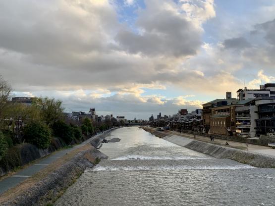 夜の鴨川_古都・京都の自然_河原町・祇園四条