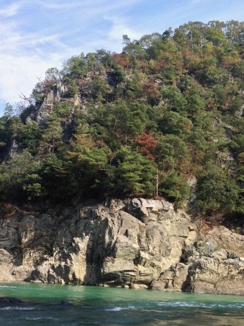 保津川下りの岩山