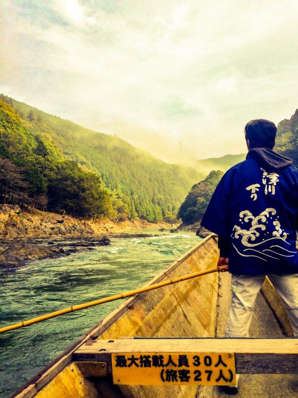 保津川下り_荘厳な嵐山の景観