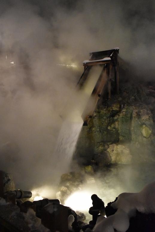 大晦日の草津温泉散策_雪の湯畑とライトアップ