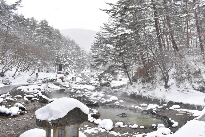 草津温泉・雪の西の河原公園