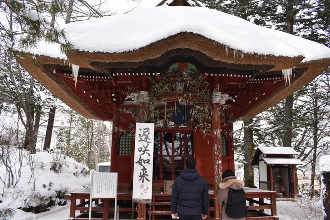 雪の草津温泉_光泉寺と遅咲如来