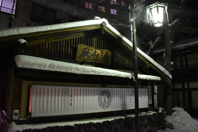 雪の草津温泉_夜の温泉街
