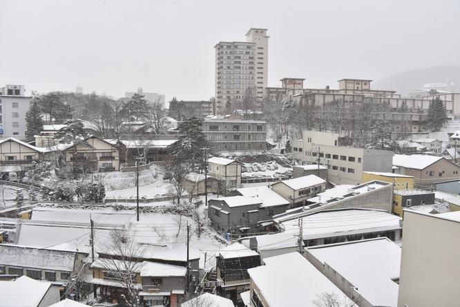 雪の草津温泉_温泉街の風景