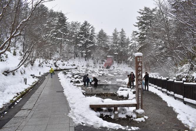 雪の草津温泉_西の河原公園
