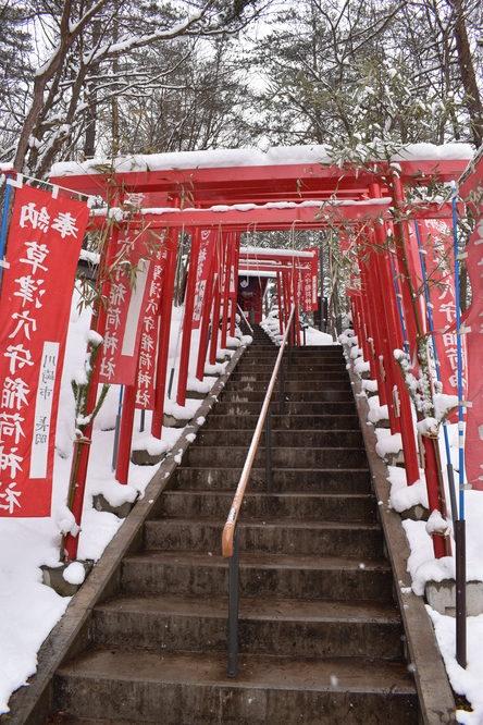 雪の草津温泉_西の河原公園の稲荷神社