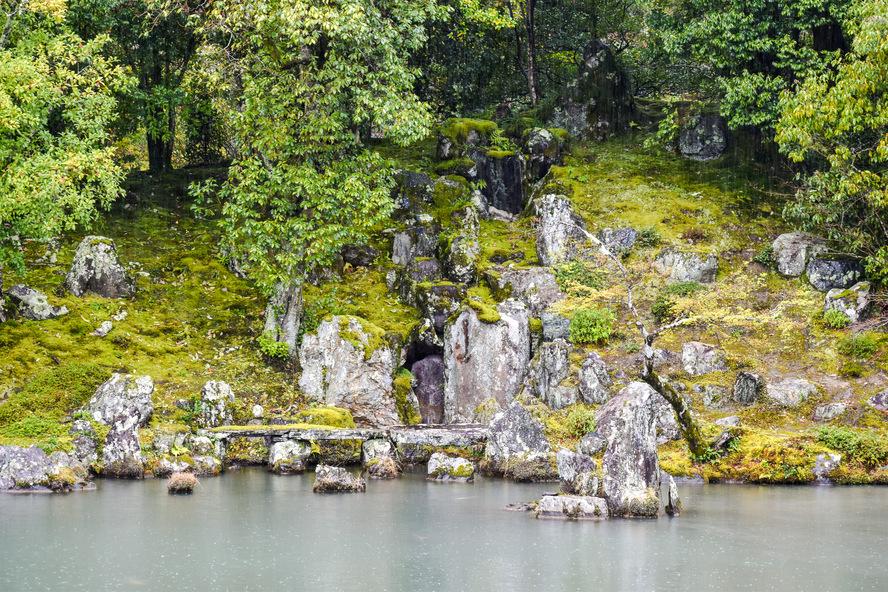 京都・嵐山_天龍寺の龍門の滝