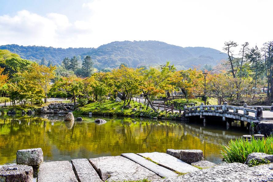 円山公園_秋の庭園と紅葉