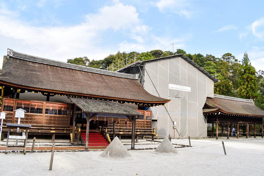 細殿と立砂_上賀茂神社のシンボル