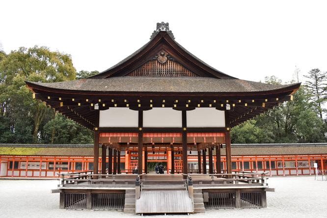 春の下鴨神社・境内と舞殿
