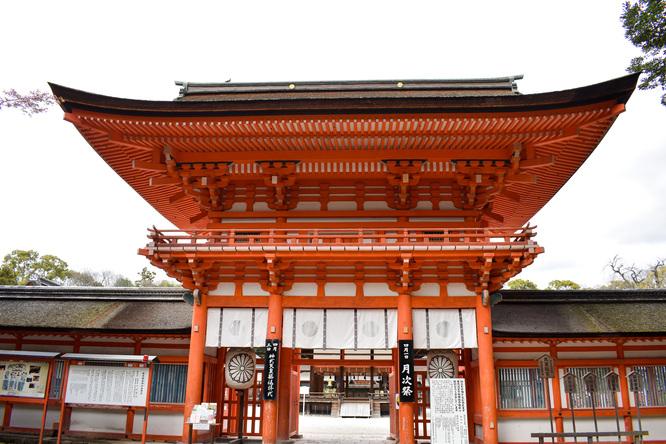 春の下鴨神社・楼門と糺の森