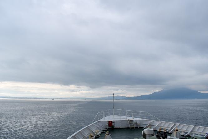 屋久島_フェリーからの風景_海と桜島