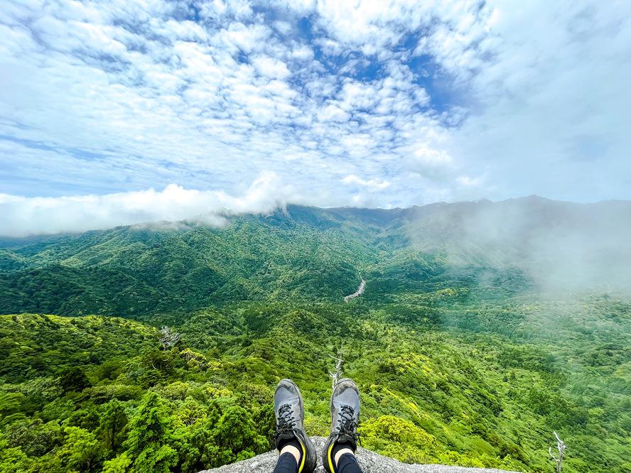 白谷雲水峡_晴わたる太古岩と屋久島の森_ガイドなし屋久島観光のオススメ