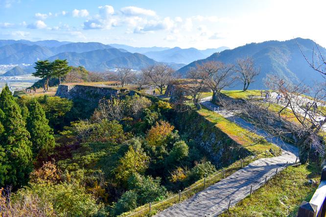竹田城跡の見どころ_天守台から本丸を眺める